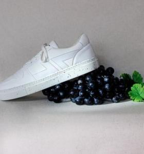 Shoes made in France from grape pomace